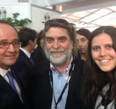François Hollande qsur le stand du Pole Action media à Annecy 2016 avec Pierre Roca Président du PALM